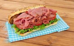 Мясо пастромы и сандвич салата Стоковое Фото