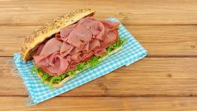 Мясо пастромы и сандвич салата Стоковое Изображение RF
