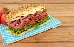 Мясо пастромы и сандвич салата Стоковая Фотография RF