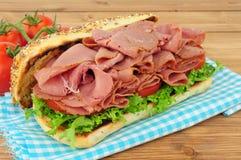 Мясо пастромы и сандвич салата Стоковое Изображение