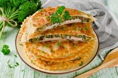 Мясо с грибами и травами испекло в печенье стоковые фотографии rf
