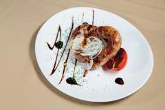 мясо тарелки вкусное Стоковые Фотографии RF