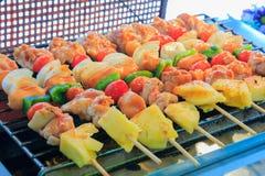 Мясо цыпленка, ананас, перец chili, потушило с соусом барбекю Стоковое Изображение RF
