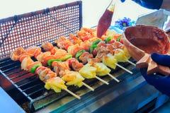 Мясо цыпленка, ананас, перец chili, потушило с соусом барбекю Стоковое фото RF
