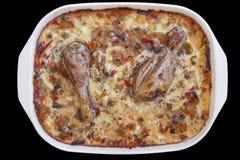 Мясо цыпленка с Vegetable тушёным мясом в лотке фарфора изолированном на черной предпосылке Стоковое фото RF