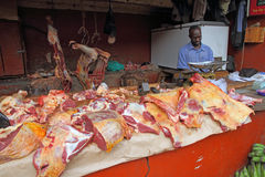 Мясо для продажи в африканской мясной лавке Стоковая Фотография
