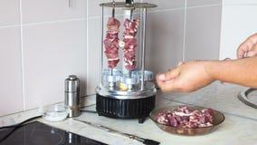 Мясо Hafting на протыкальнике Timelapse акции видеоматериалы