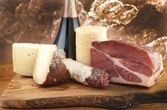 Мяс и сыры с белым вином Стоковые Изображения RF