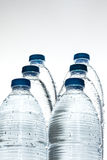 мята льда бутылочного стекла минеральная трясет воду Стоковые Изображения RF