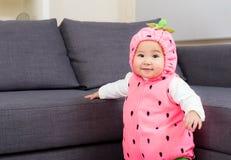 Младенец Азии с шлихтой хеллоуина стоковые фотографии rf