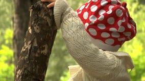 Младенец в парке видеоматериал