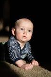 Младенец в свете стоковые изображения