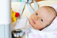 Младенец в стуле хвастуна стоковое изображение