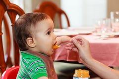 младенец голодный Стоковые Изображения