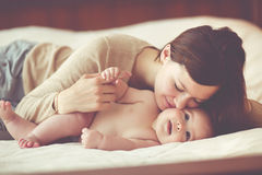 младенец ее mama Стоковые Фотографии RF