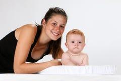 Младенец и женщина Стоковые Изображения