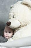 Младенец и плюшевый медвежонок Стоковые Фотографии RF