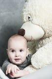 Младенец и плюшевый медвежонок Стоковые Изображения RF