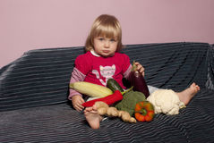 Младенец и veggies Стоковые Фото