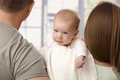 Младенец конца-вверх усмехаясь маленький стоковые фото