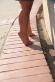 Младенец на ее tippy пальцах ноги Стоковая Фотография RF