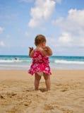 Младенец на пляже Стоковое Изображение RF