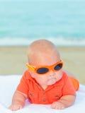 Младенец на пляже Стоковая Фотография
