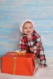 Младенец рождества в шляпе santa Стоковое Фото