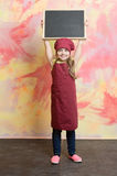 Младенец, счастливый ребенк с доской знамени в кухне или ресторан Стоковая Фотография RF