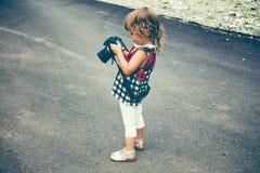 Младенец с камерой фото фотографирует Стоковые Фотографии RF