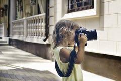 Младенец с камерой фото фотографирует Стоковое Изображение RF