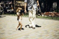 Младенец с камерой фото фотографирует Стоковая Фотография RF