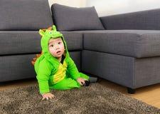 Младенец с костюмом партии хеллоуина стоковая фотография rf