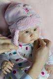 Младенец с розовым шлемом Стоковые Фото