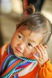 Младенец этнического меньшинства усмехаясь, на старом Дуне Van рынке Стоковые Фотографии RF