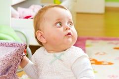 младенец любознательний Стоковое Изображение