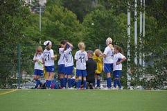 Младшая команда девушки футбола на чашке Хельсинки - Хельсинки, Финляндии - 6-ое июля 2015 Стоковые Изображения