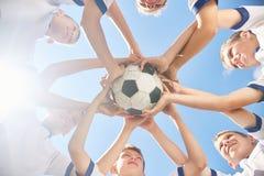 Младшая футбольная команда объединенная Стоковая Фотография RF