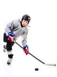 Младший игрок хоккея на льде изолированный на белой предпосылке стоковые фотографии rf