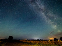 Млечный путь звезд в ночном небе стоковое изображение