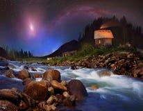 Млечный путь и луна над горами стоковое фото rf