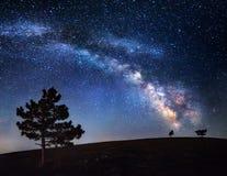 Млечный путь Красивое ночное небо лета с звездами в Крыме Стоковая Фотография RF