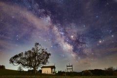 Млечный путь над горой Plana стоковое изображение rf