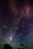Млечный путь над задворк Стоковое Изображение RF