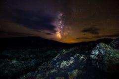 Млечный путь над кратерами заповедника луны национального Стоковое Изображение RF