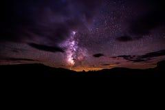 Млечный путь над кратерами заповедника луны национального Стоковые Изображения