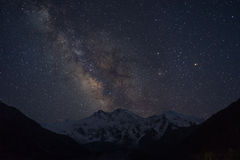 Млечный путь над массивом горы Nanga Parbat, Fairy лугом, Pakis Стоковые Фотографии RF