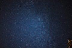 млечный путь неба звездной ночи стоковые изображения rf