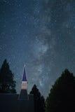 Млечный путь с steeple церков от долины Yosemite Стоковые Фото