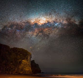Млечный путь устанавливая над южным piha Стоковое фото RF